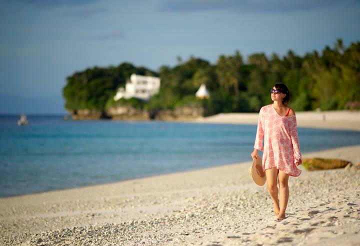 Fiji Vacations - Walking along the Beach. Vatulele Island Resort
