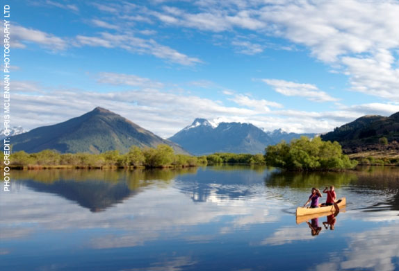 Couple kayaking on an Australia and New Zealand vacation